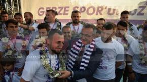 Gebze Şampiyonu Bağrına Bastı
