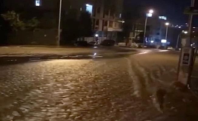 Gebze'de İSU ana şebeke su hattı patladı !Evleri su bastı
