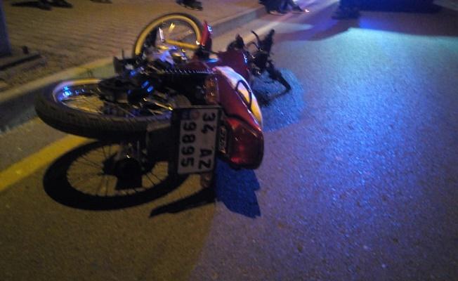 Kaldırıma çarpan motosikletteki 1 kişi öldü 1 kişi yaralandı
