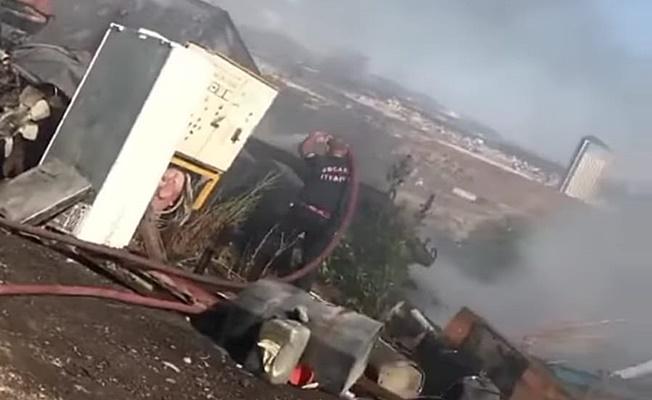 Makilik alanda çıkan yangın hurda araçları tutuşturdu