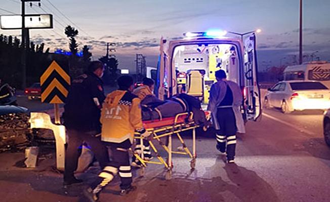 Otomobil bariyerlere çarptı;1 yaralı !