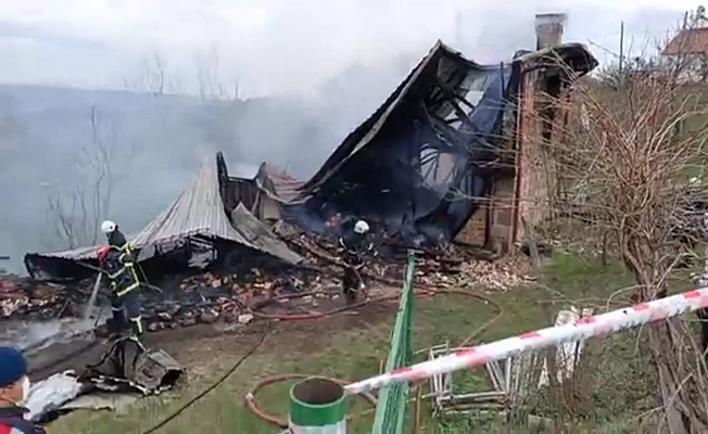 Alev alev yanan evdeki yaşlı kadın hayatını kaybetti!