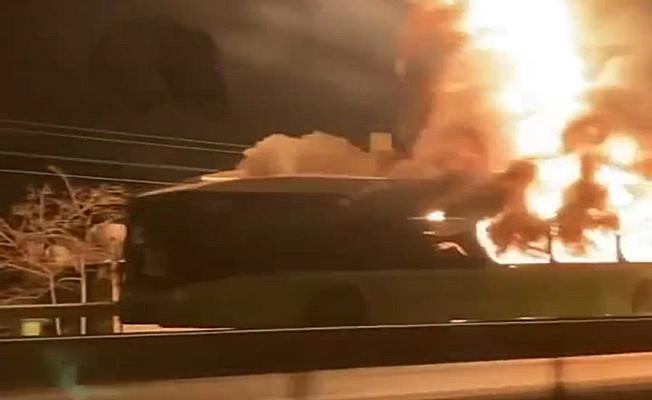 Belediye otobüsü seyir halindeyken alev alev yandı!