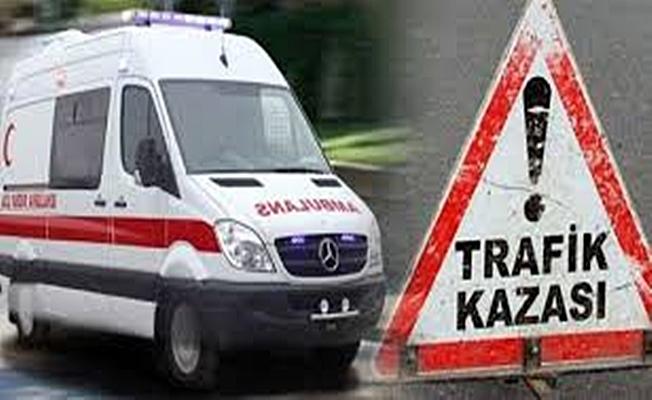 Park halindeki tıra çarpan otomobilin sürücüsü yaralandı!