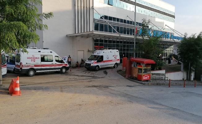 Minibüsle çarpışan otomobildeki 2 kişi yaralandı!