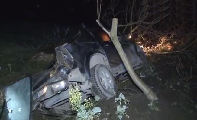 TEM'de direksiyon hakimiyetini kaybeden araç kanala uçtu: 1 ölü!