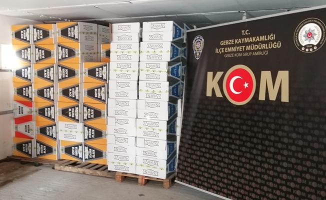 TEM'de durdurulan araçta kaçak 209 koli makaron ele geçirildi