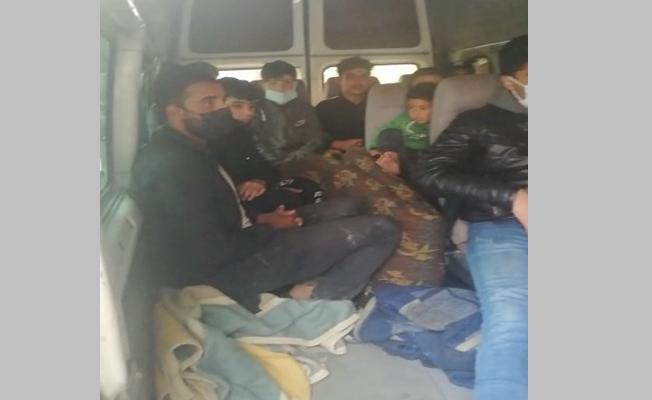 Kocaeli'de 3 araçta 23 kaçak göçmen yakalandı!