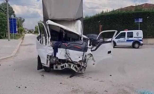 Önce TIR'a sonra otomobile çarptı; 1 yaralı