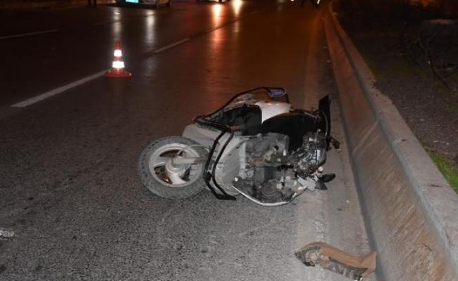 Otomobille çarpışan motosiklet sürücüsü yaralandı!