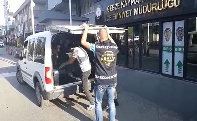 Gebze'de yağmalama suçundan aranan şahıs yakalanarak tutuklandı.