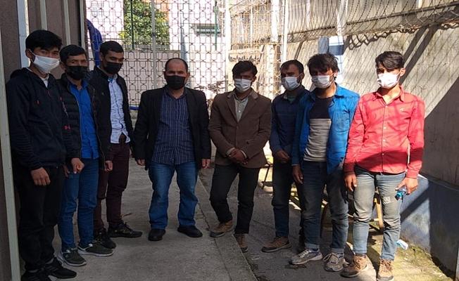 TEM'de durdurulan 2 araçta 8 kaçak göçmen yakalandı!