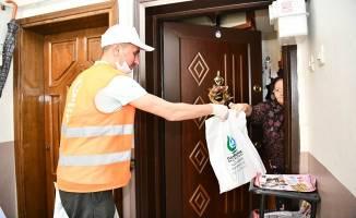 Çayırova Belediyesi'nden 45 bin eve binlerce paket bayram çikolatası