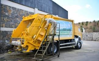 Çayırova'da Çöp kamyonları boyandı
