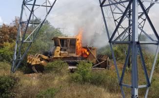 Kocaeli'de yanan iş makinesi ağaçlık alanı tutuşturdu