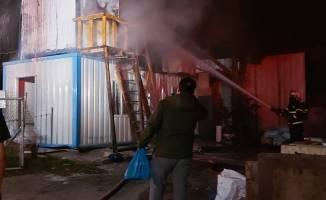 Gebze'de işçilerin kaldığı 2 katlı konteynerde yangın çıktı