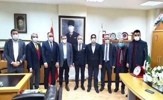 Ak Parti Milletvekilleri Tapu Müdürünü ziyaret ettiler
