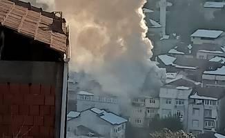 Çatı katında çıkan yangın korkuttu!