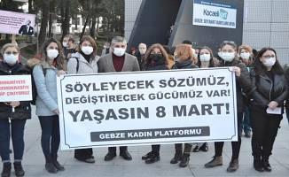 Gebze Kadın Platformu 8 Mart Dünya Kadınlar Günü'nü, Gebze Kent Meydanı'nda kutladı