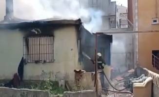 Çıkan yangında ev tamamen yandı!