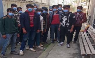 Durdurulan otobüsten 16 Afgan kaçak yakalandı