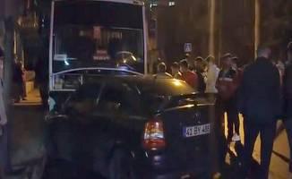 Yola çıkan çocuğa çarpan otomobil,  park halindeki otobüse çarparak durabildi