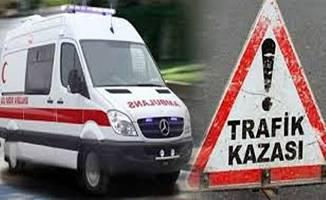 Kargo kamyonu ile işçi servisi çarpıştı; 5 yaralı !
