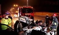 Tır'a saplanan araçta 1 kişi öldü 1 kişi yaralandı!