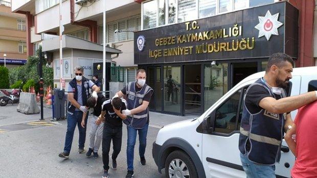 Gebze'de bir kişiyi darp edip parasını alan 4 kişi yakalandı.