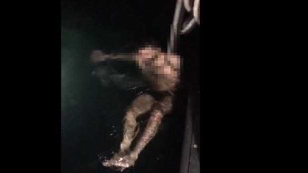 Denize atlayan genci polis ekipleri kurtardı