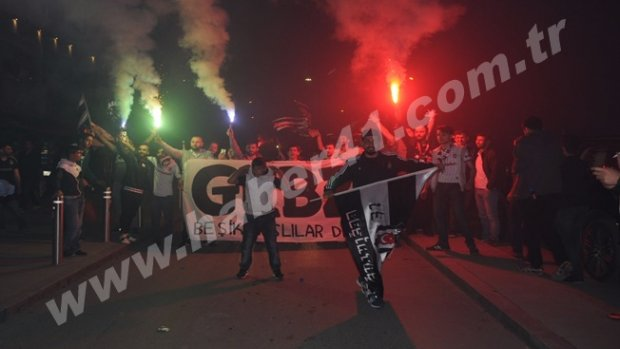 Gebze'de Beşiktaş'ın Şampiyonluk kutlamaları renkli geçti
