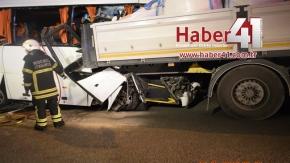 Gebze Tem Otoyolunda  Güvenlik Personelini Taşıyan Servis Kaza Yaptı